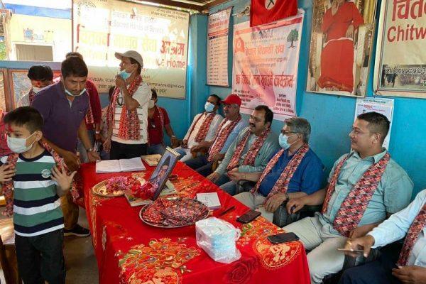 नेपाल बिद्यार्थी संघको स्थापना दिवसमा बृद्धबृद्धालाई खाना देखि स्टेसनरी हस्तान्तरण