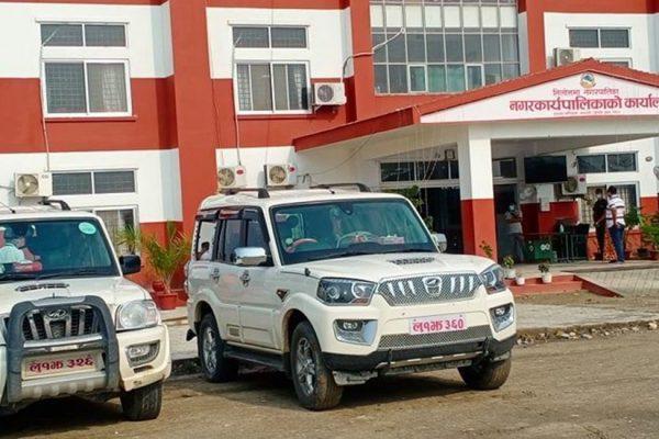सियारी गाउँपालिका अध्यक्ष र उपाध्यक्षले संक्रमित बोक्न  दिए गाडी